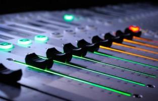 Где в интернете качать и слушать музыку без регистрации?